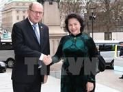 越南国会主席阮氏金银同瑞典议会议长乌尔班·阿林举行会谈