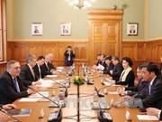 越南国会主席阮氏金银同匈牙利国会主席克韦尔举行会谈