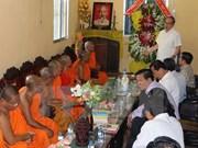 越南祖国阵线委员会工作代表团向后江省高棉族同胞致以新年祝福