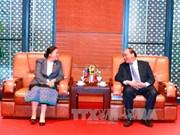 越南政府总理阮春福会见老挝国会主席雅陶都