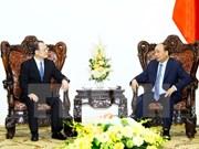 阮春福总理会见香港越南商会会长蔡冠深