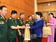 阮氏金银主席会见越南人民军第二军团老战士代表团