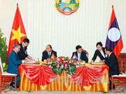 阮春福总理正式访问老挝 双边签署一系列合作文件