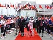 越南政府总理阮春福圆满结束对柬埔寨和老挝的正式访问