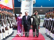 阮春福总理抵达马尼拉出席第30届东盟峰会