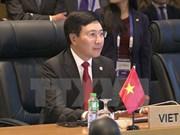 越南政府副总理兼外长范平明与东盟各国外长举行双边会晤