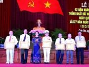 阮氏金银主席出席芹苴市南方解放国家统一42周年纪念活动