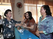 越南党和国家领导人会见选民