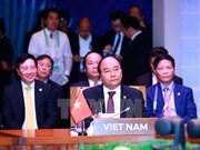 越南政府总理阮春福出席第30届东盟峰会