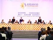 越南政府总理阮春福出席第30届东盟峰会闭门会议