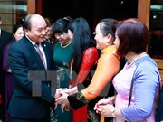 政府总理阮春福与越南驻菲律宾大使馆干部职员和旅菲越侨会面