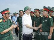 国家主席陈大光走访慰问乂安省武装力量的干部战士