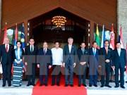 阮春福总理圆满结束赴菲出席第30届东盟峰会之旅