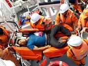 及时救助海上遇险渔民