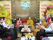 越共中央民运部长张氏梅探访越南佛教协会第一办公室神职人员