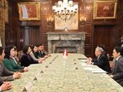 越南国家副主席邓氏玉盛会见日本参议院议长伊达忠一