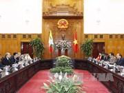 越南政府总理阮春福会见缅甸上议院议长曼温凯丹