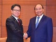 政府总理阮春福会见日本经济产业大臣世耕弘成