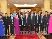 """阮富仲总书记会见在""""光荣越南—30年革新的烙印""""活动受表彰的集体和个人"""