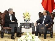 阮春福总理会见德国西门子集团首席执行官