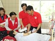 越南红十字会向和平省严重医疗事故中的患者提供援助