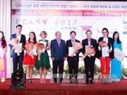 越南—西班牙与拉美各国友好俱乐部揭牌成立