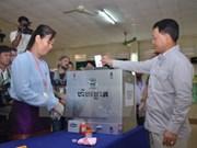 柬埔寨第四届乡分区理事会选举:选民积极参加投票
