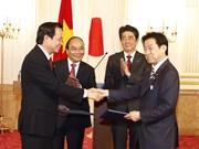 越日双方签署14项合作文件