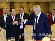 国家主席陈大光和夫人设宴欢迎捷克总统和夫人访越