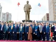 俄罗斯乌里扬诺夫斯克市的胡志明主席塑像落成庆典