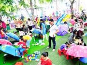 """2017年庆和芽庄海洋文化节:""""我眼中的庆和""""的绘画比赛吸引500多名少年儿童参赛"""