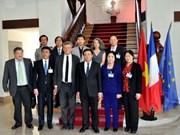 胡志明国家政治学院代表团访问法国