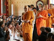越南驻泰国大使阮必成会见泰国僧王颂德·帕摩诃穆尼翁