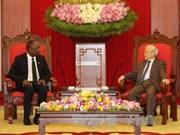 阮富仲总书记会见海地参议院议长尤里•拉托尔蒂
