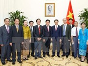 政府副总理武德儋会见老挝卫生部部长本空•西哈翁