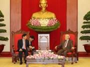 阮富仲与阮春福分别会见新加坡人民行动党主席许文远