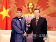 越南国会副主席冯国显会见摩洛哥驻越南大使阿兹丁·法赫尼