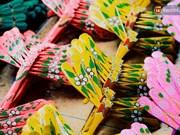 石舍村独特的竹蜻蜓制作业