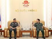 越南国防部长吴春历会见泰国国防部常务秘书猜昌