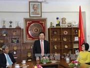 越南政府副总理范平明探访越南驻印度大使馆