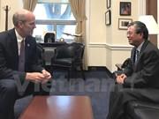 越南驻美国大使范光荣会见美国众议员里克·拉尔森