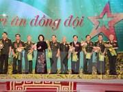 """纪念越南荣军烈士节70周年的""""缅怀战友""""艺术晚会在河内举行"""