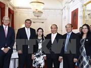 阮春福总理会见荷兰部分协会和知名企业高层