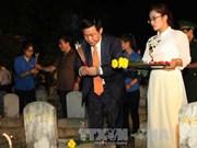 """""""越老之壮歌""""点燃蜡烛表示感恩之心艺术表演活动在越南乂安省举行"""