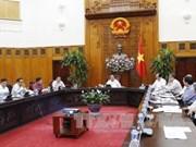 阮春福与总理经济咨询小组举行工作会谈