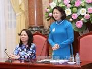 国家副主席邓氏玉盛会见西北地区各少数民族代表人士代表团