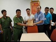 越南河内市公安机关向中国警方移交一名通缉犯