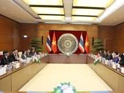 越南国会主席阮氏金银与泰国国家立法议会议长蓬佩举行会谈