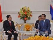 柬埔寨领导人会见越南祖国阵线中央委员会代表团