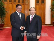 政府总理阮春福会见柬埔寨副首相兼内政大臣萨肯